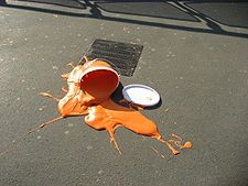 Rozlitá oranžová barva.jpg