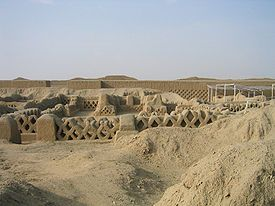 Chanchan fishnet ruins.JPG