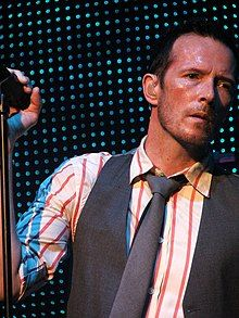 Weiland performing in July 2009