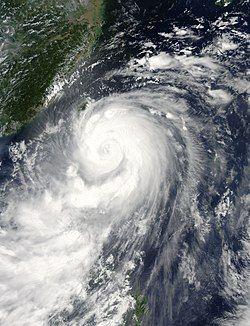 7月22日,即将登陆台湾的强台风麦德姆