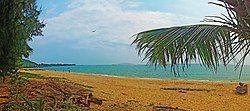 20120309三亚红棠湾海滩遥望天涯海角景区 - panoramio.jpg
