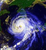 Typhoon Faye hitting Korea peninsula 19950723.jpg