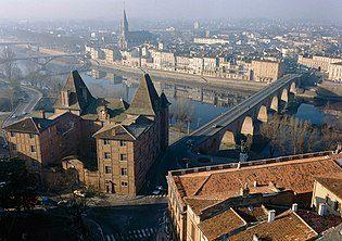 Le musée Ingres vue depuis le clocher de l'Église St Jacques.jpg