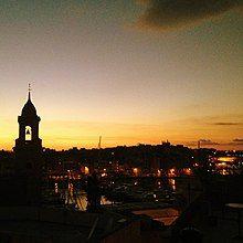 Valletta at sunset, Malta.jpg