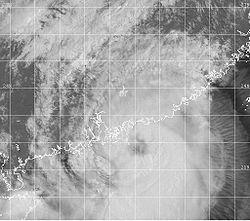 正处于巅峰强度的强热带风暴森姆