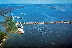 Mississippi River Lock and Dam number 25 large.jpg