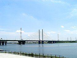 彩湖(日语:彩湖)与幸魂大桥(日语:幸魂大橋)