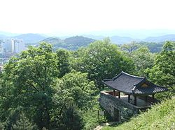 Korea-Gongju-Gongsanseong-01.jpg