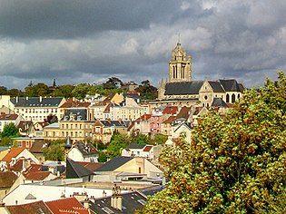 Pontoise (95), cathédrale Saint-Maclou, vue depuis le jardin des Cinq Sens (promontoire du château).jpg