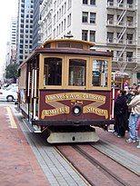 停在路边的旧金山缆车