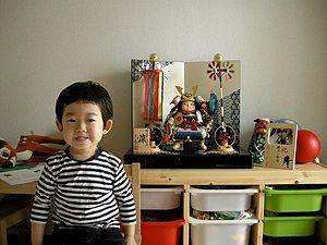 日本端午节是祝愿男孩健康成长的节日,有男孩的家庭会摆放五月人形