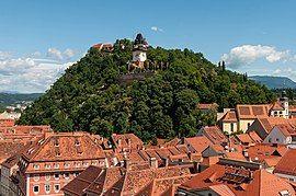 从市政厅所见的城堡山与钟楼