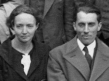 Curie Joliot 1934 London.jpg
