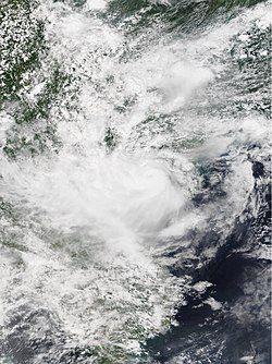 贝碧嘉于8月16日在北部湾达强度巅峰, 中心密集云团清晰可见。