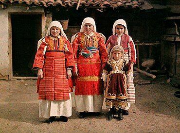 Women from Smilevo, 1913.jpg