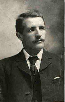 William McMaster Murdoch, photograph taken before 1911.jpg