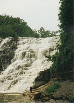 伊薩卡以瀑布闻名。此为伊萨卡瀑布。