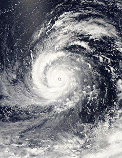 8月4日,正处最高强度的超强台风苏迪罗