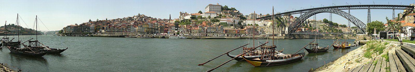 Historical part of Porto, seen from Vila Nova de Gaia, trough the Douro river