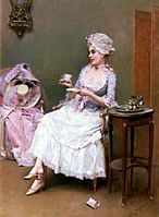 一幅油画,画面中央有一位女性微笑着坐在扶手椅上,头上戴着帽子,脖子上扎着缎带,身穿带有蕾丝花边的长裙,脚着高跟鞋,右手轻握茶杯,左手拿着杯垫,正在饮用巧克力。右侧有一张小圆桌,上面放着承装巧克力的金属器皿。左侧有另一张扶手椅,上面放着女性的帽子、裙子等衣物。