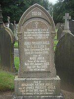位于塞尔的布鲁克兰(英语:Brooklands, Trafford)公墓里的焦耳的墓碑