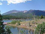 派克国家森林中的一座湖泊,以及周围的群山