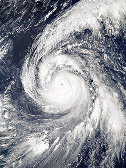 10月2日,接近强度颠峰的超强台风康妮。