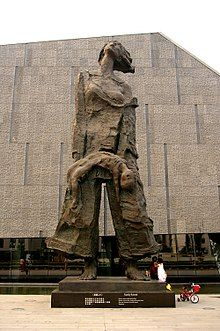 The monument in the front of Nanjing Massacre Memorial Hall (20090614 9921).jpg