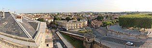 View onto Montpellier from the Porte du Peyrou - panoramio.jpg