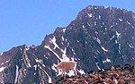 格拉尼特峰下的一座山