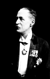 Black-and-white photograph of a man.