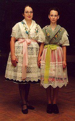 Sorbs national-costume1.jpg