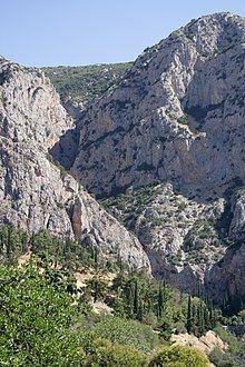 Phaedriades, Delphi, 060032.jpg