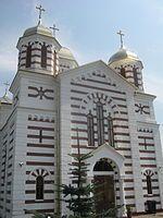 Biserica Sf. Arhangheli din Cajvana8.jpg