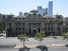 Biblioteca Nacional de Chile (Vista Frontal).JPG