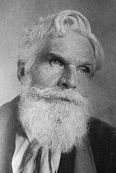 哈维洛克·艾利斯的肖像照片,一位老先生,白发、长密的胡子、眼神锐利。