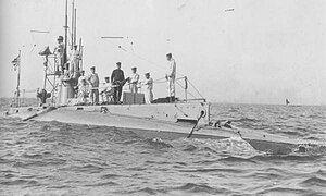 Japanese submarine HA-2 in 1921.jpg