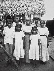 Chamorro people in 1915.jpg