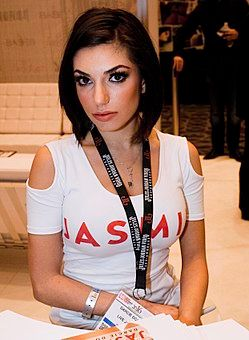 Darcie Dolce at AVN Adult Entertainment Expo 2016 (25638347656).jpg