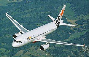 Jetstar Airbus A320 in flight (6768081241) crop.jpg
