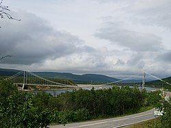 跨过塔纳河 (挪威)的塔纳大桥