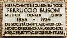 Plaque reads: Hier wohnte bis zu seinem Tode, Ferruccio Busoni, Musiker, Denker, Lehrer, 1866–1924, Die Società Dante Alighieri Comitado di Berlino anlässlich des 100. Geburtstages des Künstlers