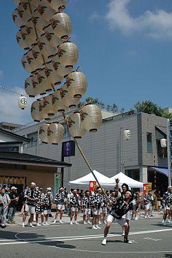 秋田竿灯节(日语:竿燈)