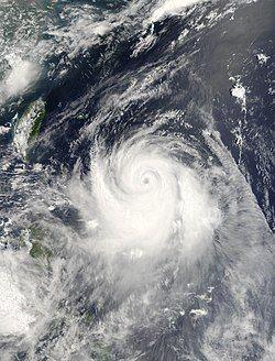 7月7日,达到巅峰强度的超强台风艾云尼