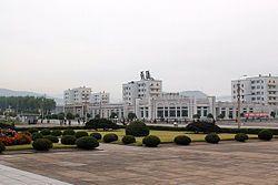 2011年9月 清津市区的金日成纪念碑。