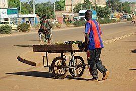 Vendeur à la sauvette à Ouagadougou3.jpg