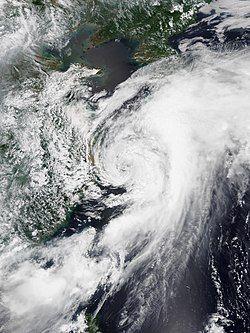7月19日,位于东海的热带风暴丹娜丝