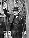 Churchill V sign HU 55521.jpg