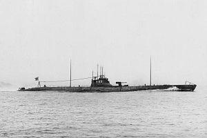 Japanese submarine I-165 in 1932.jpg