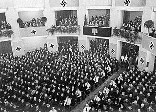 Wiec warszawskich volksdeutschów w sali Roma.jpg